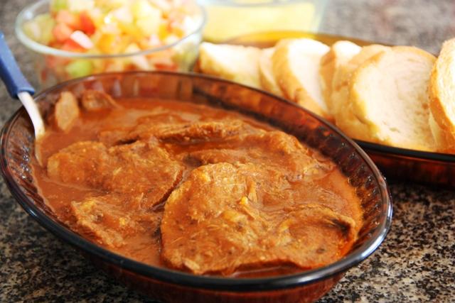Legendas Liderança: língua a molho de tomate, tempero perfeito e carne macia, sucesso de 33 do bar da Gil
